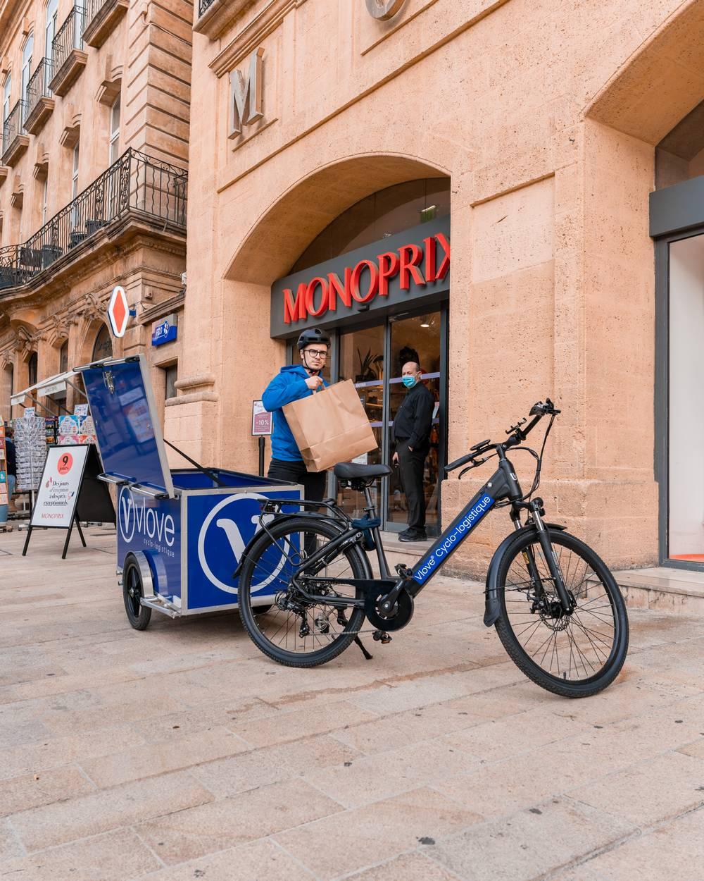 Livraison à vélo avec remorque